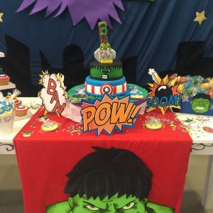 mesa decorada avengers